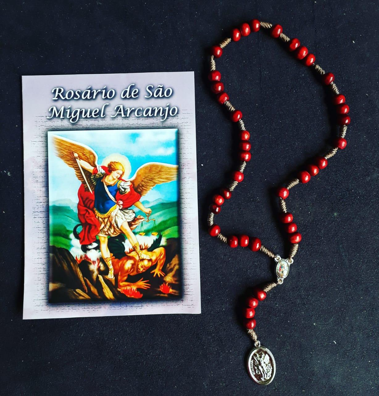 TR40 - Rosário São Miguel Arcanjo Madeira Vermelha 7mm c/ Oração  - VindVedShop - Distribuidora Catolica