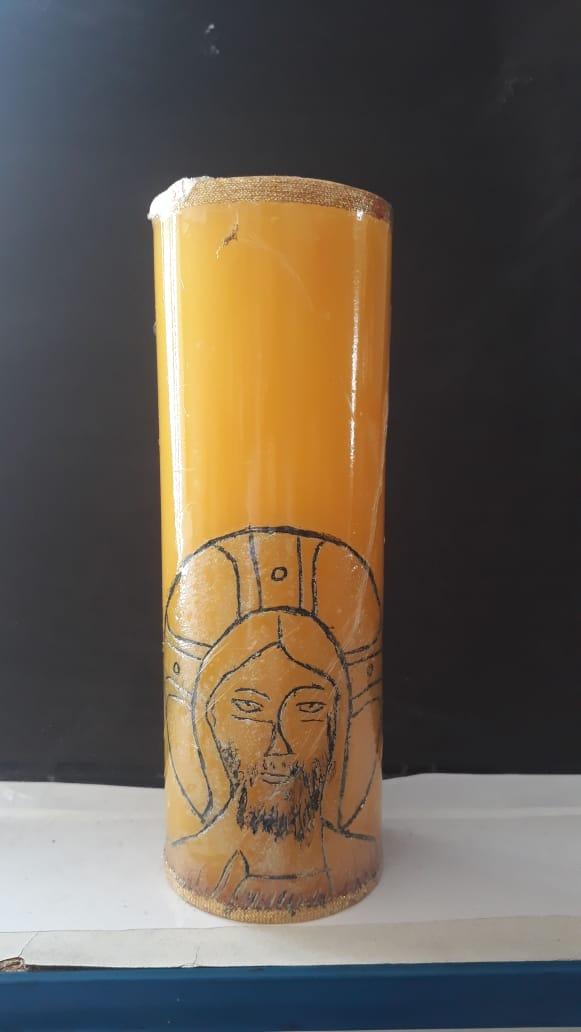 VL07 - Vela Altar Amarela Face de Cristo 70mmX205mm  - VindVedShop - Distribuidora Catolica