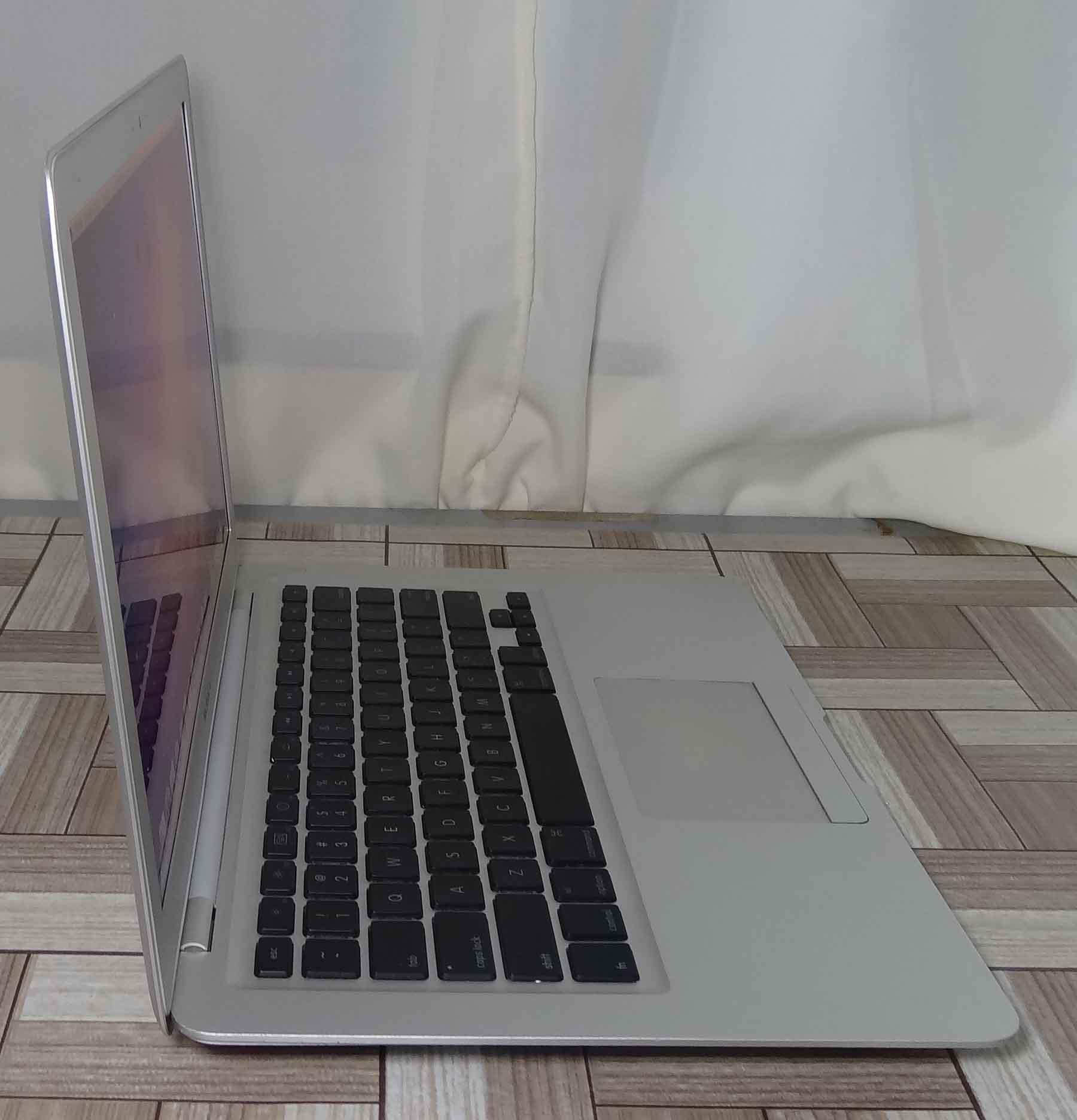 Macbook Air MB003LL/A 13.3'' Core 2 Duo 1.6GHz 2GB HD-80GB