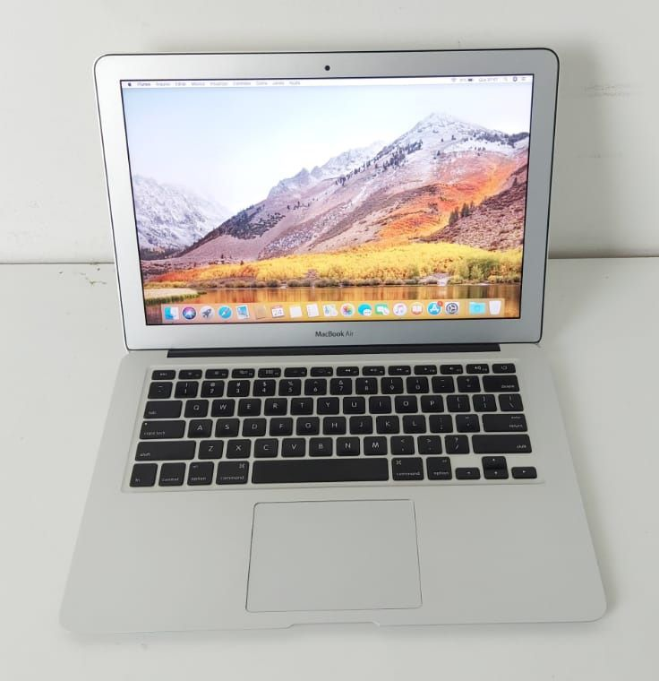 "Macbook Air MD226LL/A 13.3"" Intel Core i7 1.8GHz 4GB SSD-256GB"