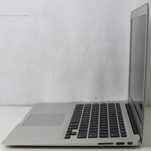 "Macbook Air MD760LL/B 13.3"" Intel Core i5 1.4GHz 4GB SSD-128GB"