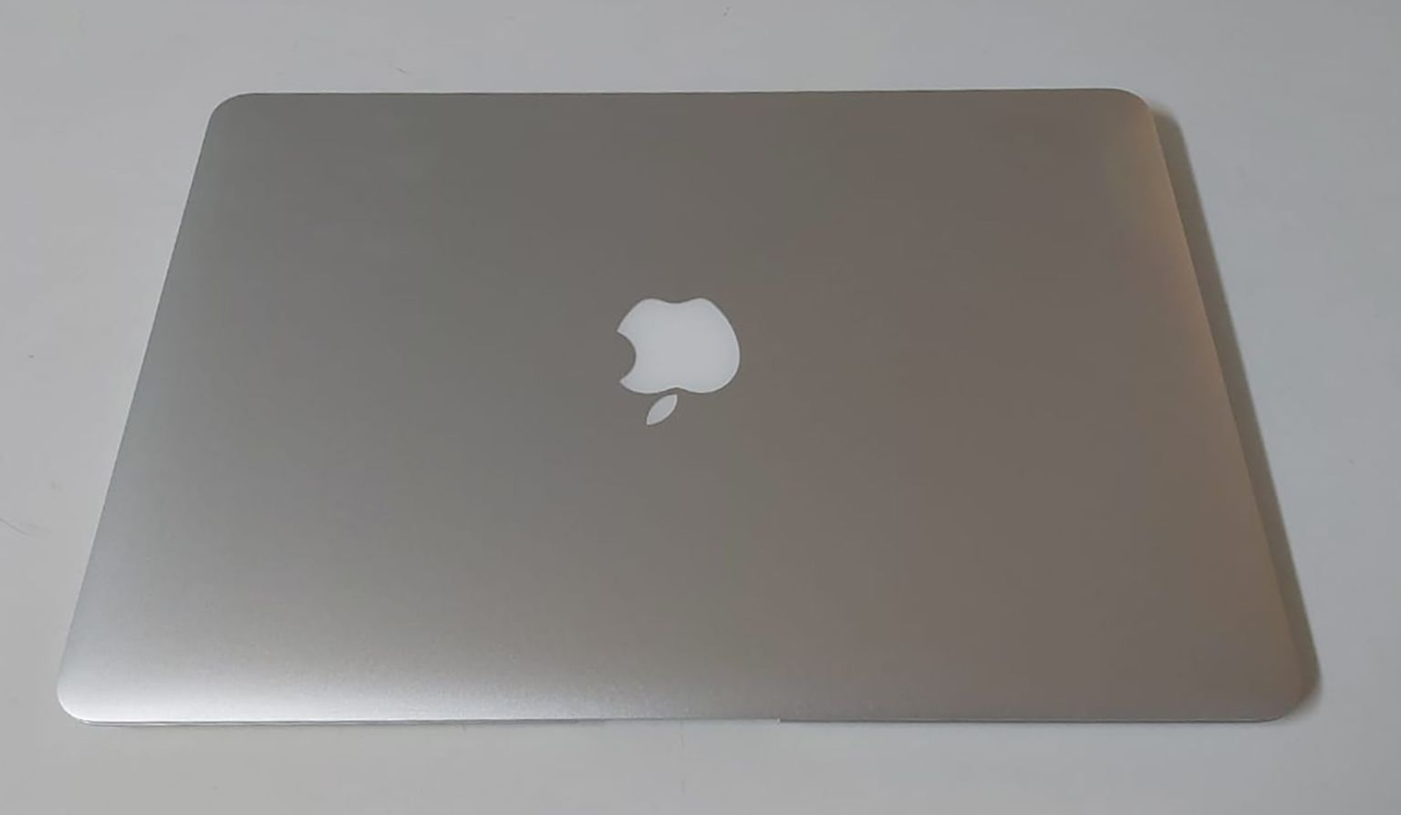 "Macbook Air MJVE2LL/A 13.3"" Intel Core i5 1.6GHz 4GB SSD-128GB"