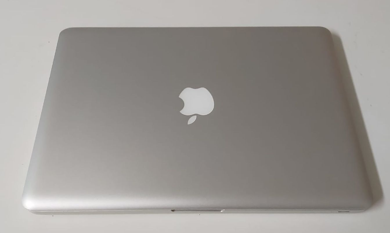 "Macbook Pro MC724LL/A 13.3"" Intel Core i7 2.7GHz 8GB HD-1TB"