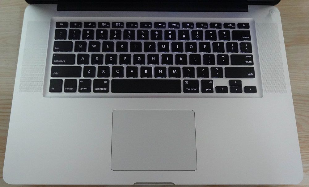 "MacBook Pro MD318LL/A 15.4"" Intel Core i7 2.2GHz 8GB 500GB HD"