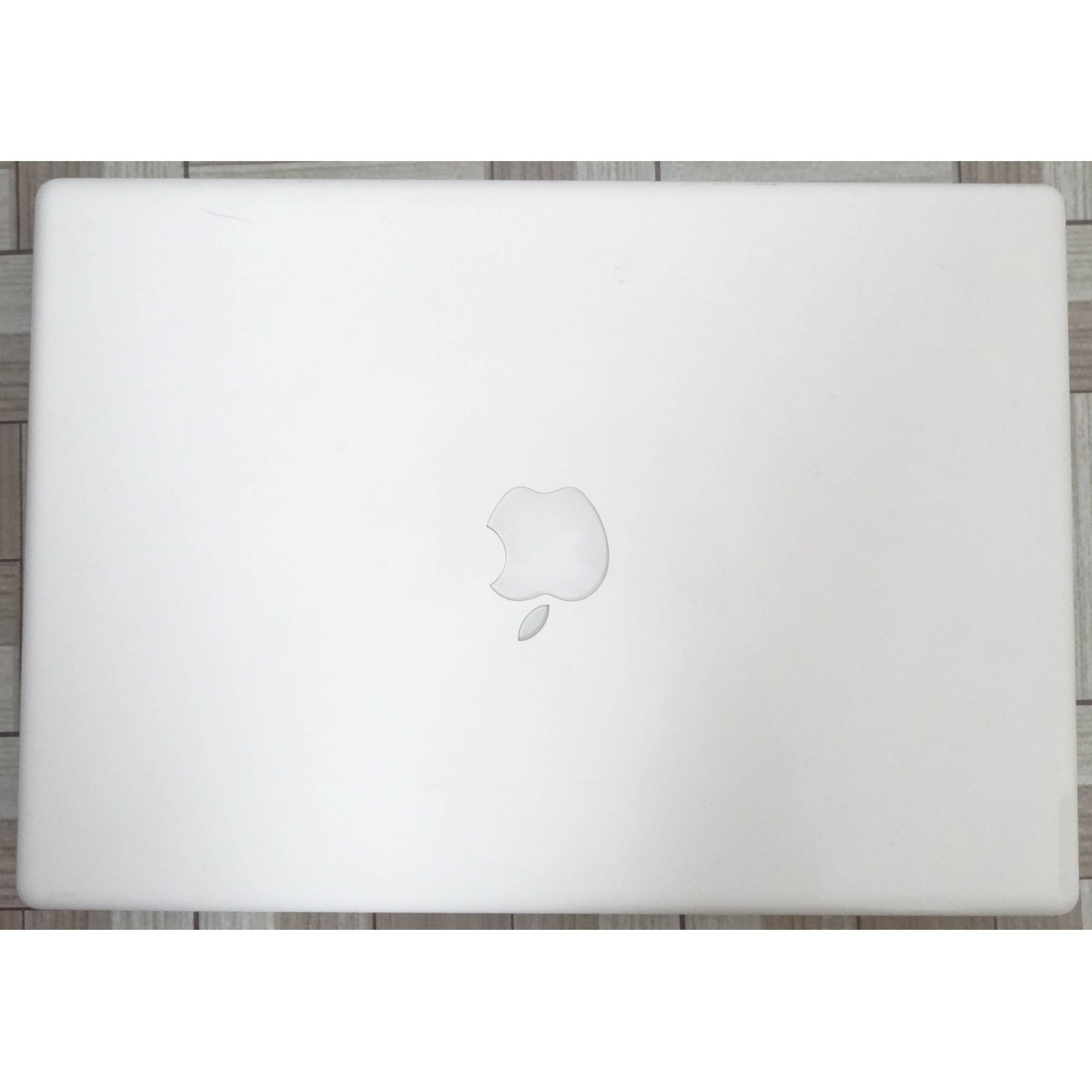 Macbook White MB403LL/A 13.3'' Core 2 Duo 2.4GHz 3GB HD-160GB