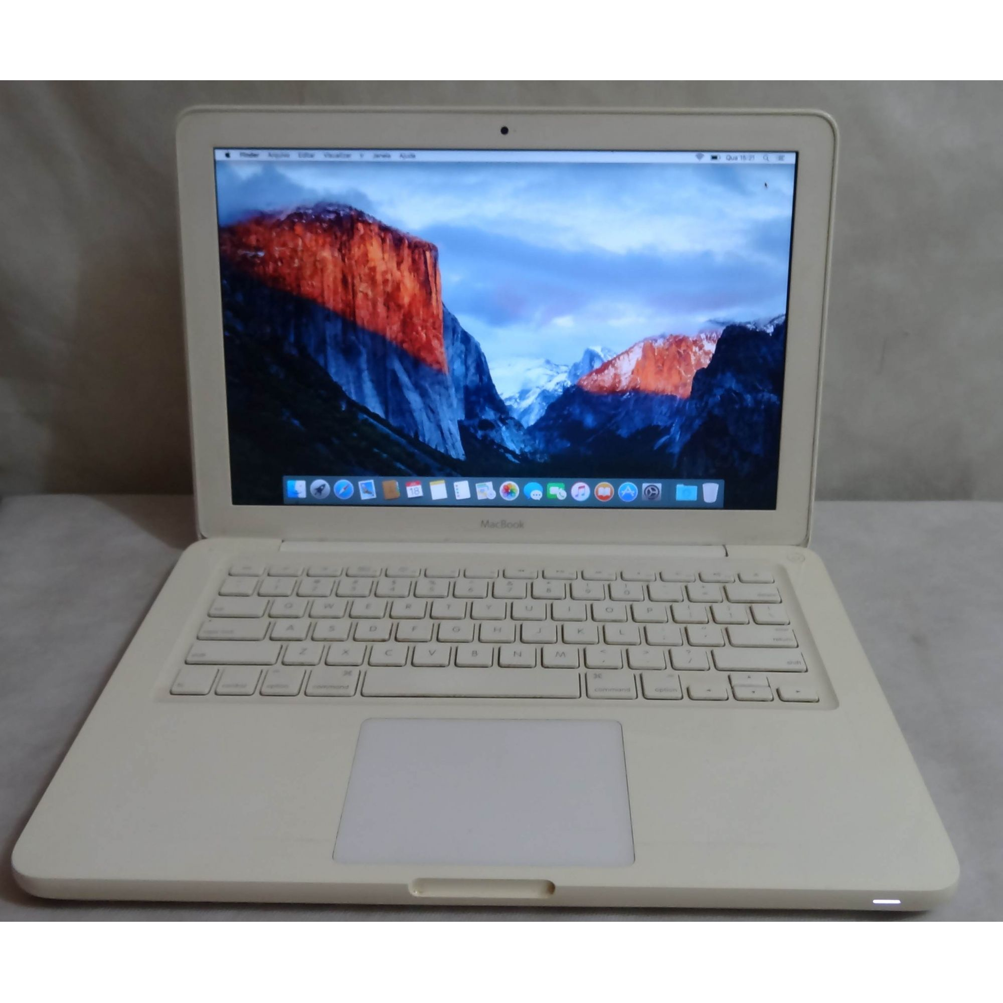 "MacBook White MC516LL/A 13.3"" Intel Core 2 Duo 2.4GHz 4GB 250GB HD"