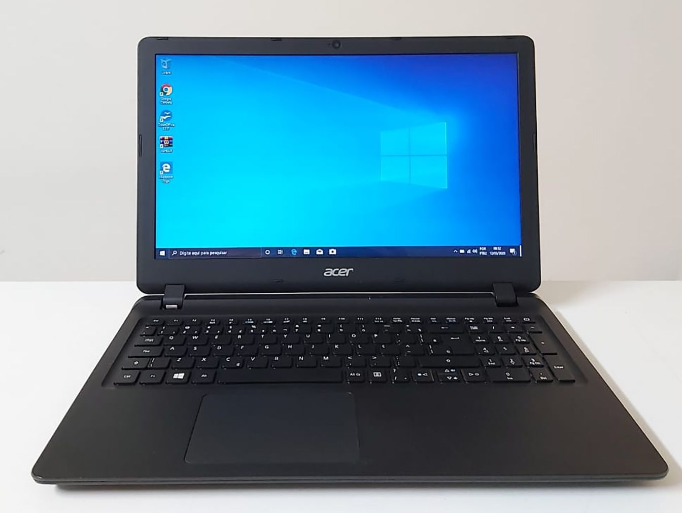 "Notebook Acer Aspire ES1-572-37PZ 15.6"" Intel Core i3 2.4GHz 4GB HD-500GB + Alphanumérico"