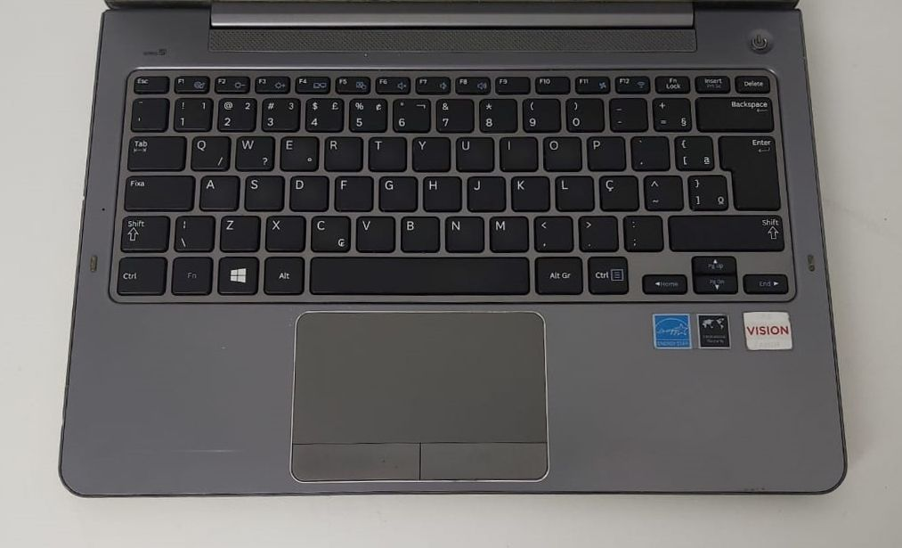"""Notebook Samsung NP535U3C-AD1BR 13.3"""" AMD A4 1.9GHz 4GB HD-320GB"""