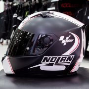 Capacete Nolan N64 MotoGP Flat Black c/ Branco - Ganhe Touca Balaclava - Oferta de Natal