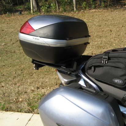 Baú Givi V46N Lente Vermelha - Traseiro - Mais Vendido  - Nova Suzuki Motos e Acessórios