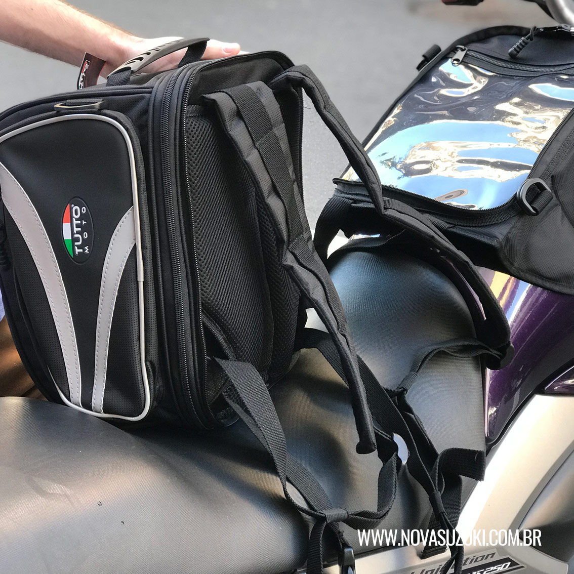 Bolsa Tutto Moto Magnética p/ tanque TB03 - 18LT Expansível (Mochila / Bolsa Traseira) - Super Queima - Givi  - Nova Suzuki Motos e Acessórios