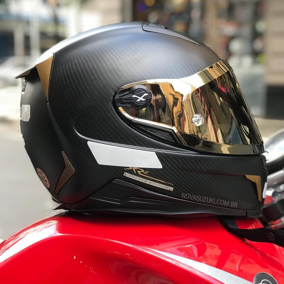 Capacete Nexx XR2 Carbon Golden Edition - Acompanha Viseira Dourada e Cristal   - Nova Suzuki Motos e Acessórios