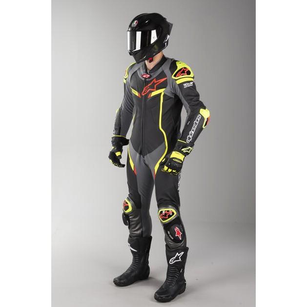 Macacão Alpinestars GP Pro V2 Tech-Air - 1 pçs - Preto/Amarelo/Cinza/Vermelho  - Super Bike - Loja Oficial Alpinestars