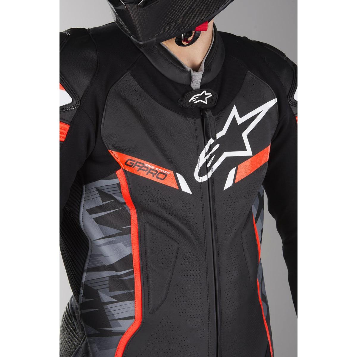 Macacão Alpinestars GP Pro V2 Tech-Air - 1 pçs - Preto/Camo/Vermelho  - Super Bike - Loja Oficial Alpinestars
