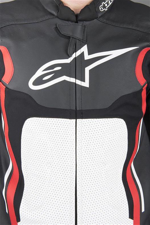 Macacão Alpinestars Motegi V2 Preto/Branco/Vermelho - 1 Peça  - Super Bike - Loja Oficial Alpinestars