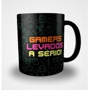 Caneca Gamers Levados a Sério (Preta)
