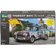 Revell - Trabant 601s Universal 25 Jahre Mauerfall 1:24 N.3