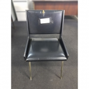 Cadeira em Couro Legítimo Preta Antiguidade Retrô – ML590