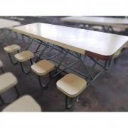 Mesa Refeitório Revestida com Assentos Fixos – ML364 Usado