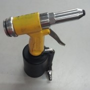 Rebitadeira Pneumática Vonder P/ Fixação de Rebites de Alumínio - VG712 Usado