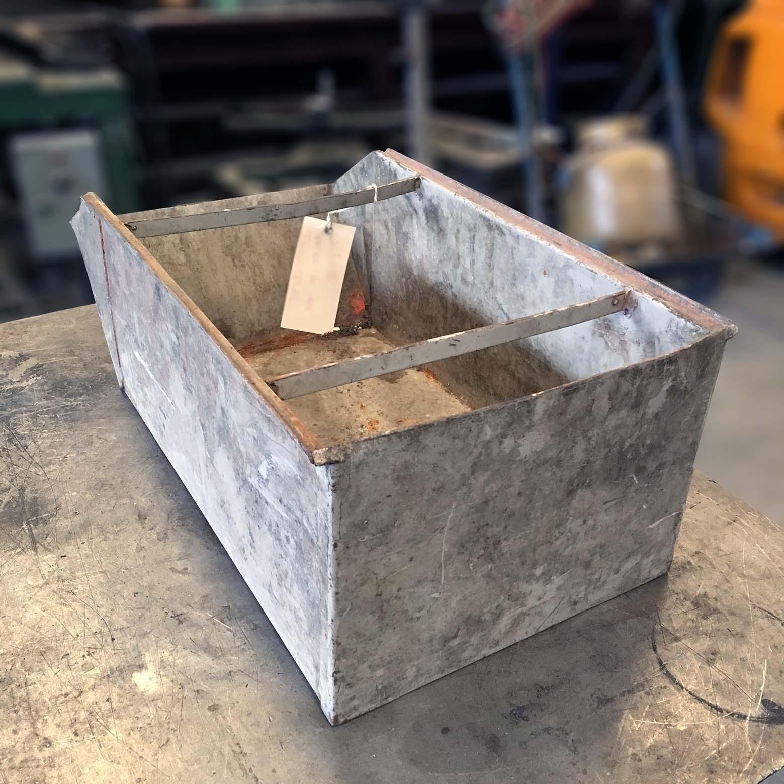 Caixa De Aço Industrial Para Guardar Peças - VT76 - Usada
