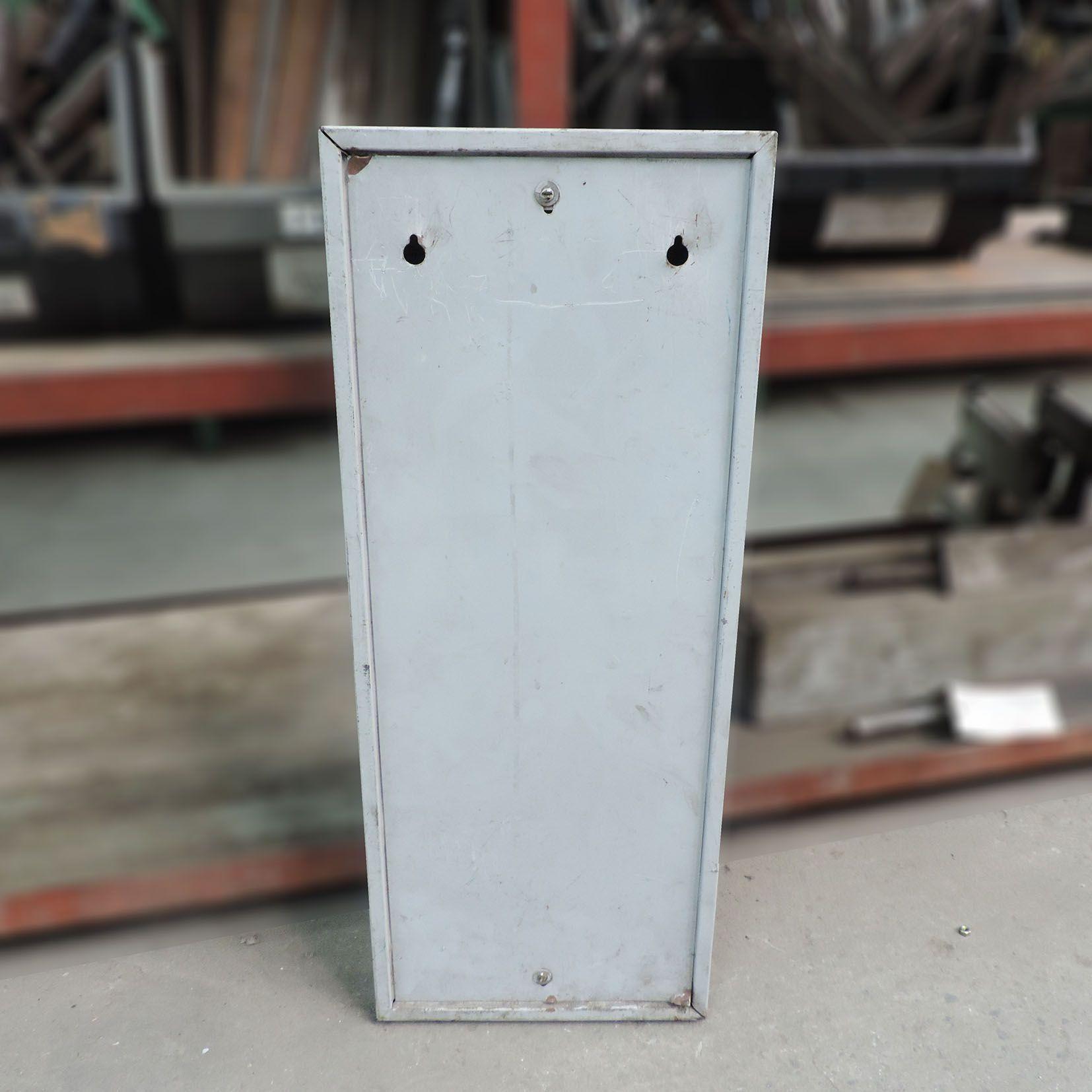 Chapeira Relógio De Ponto Porta Cartões CD451 – Usado