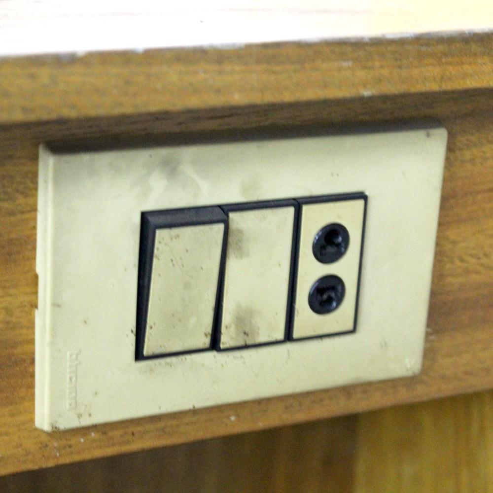 Escrivaninha De Madeira Com 3 Gavetas – SL69 – Usada