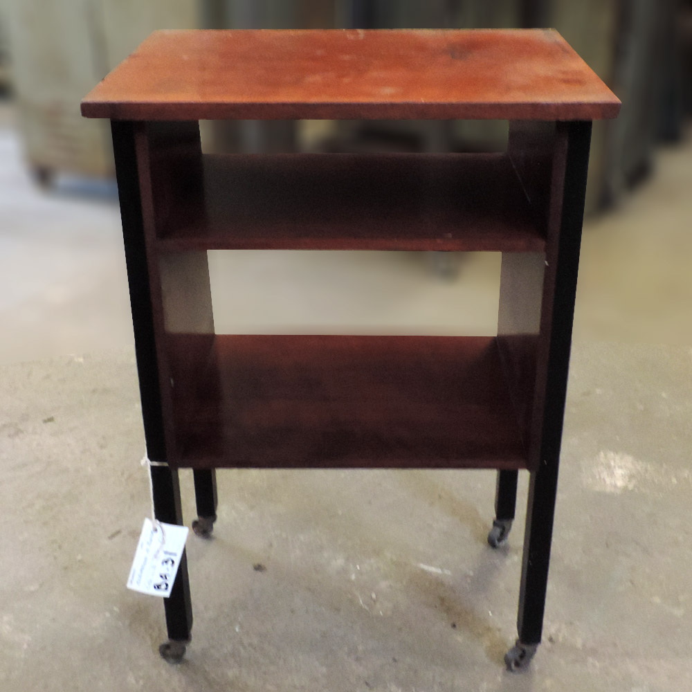 Escrivaninha De Madeira Com Rodinhas – Ba31 – Usada