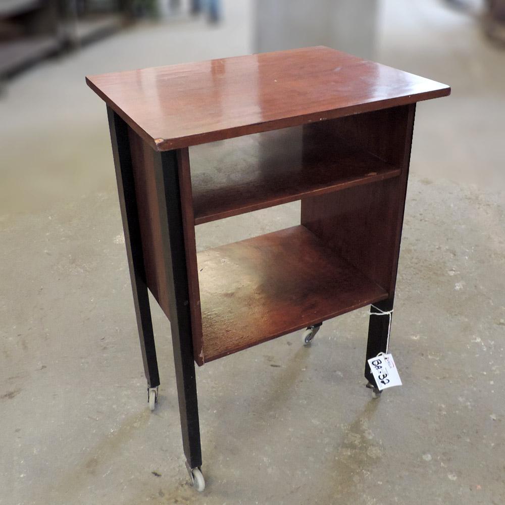 Escrivaninha De Madeira Com Rodinhas – Ba32 – Usada