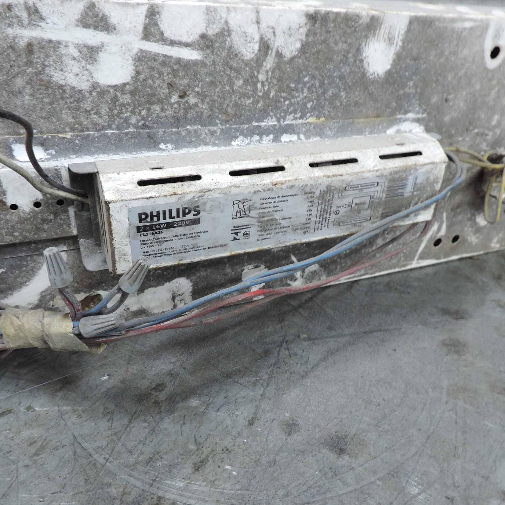 Luminária Para 2 Lâmpadas CX104 – Usada