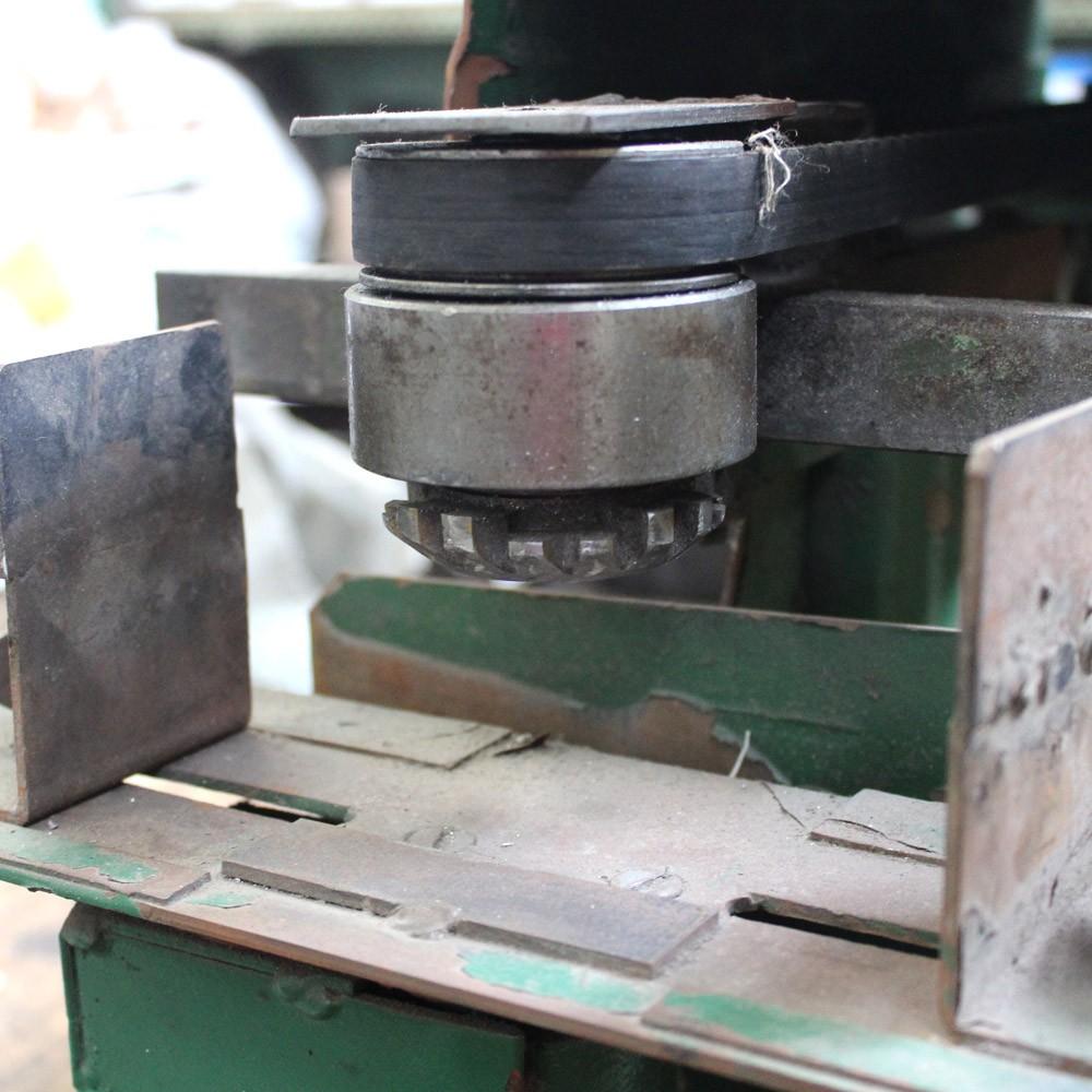Máquina Para Tirar Rebarbas/ Rebarbadeira – TB72 – Usada