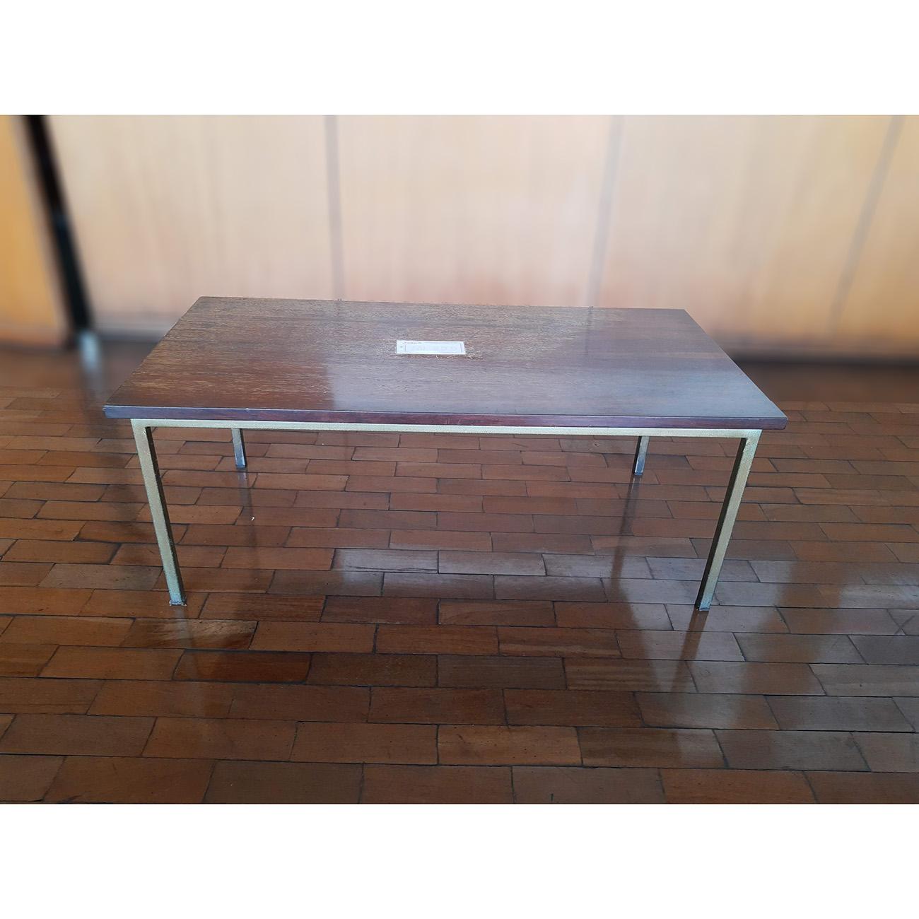 Mesa de Centro em Madeira  ML555