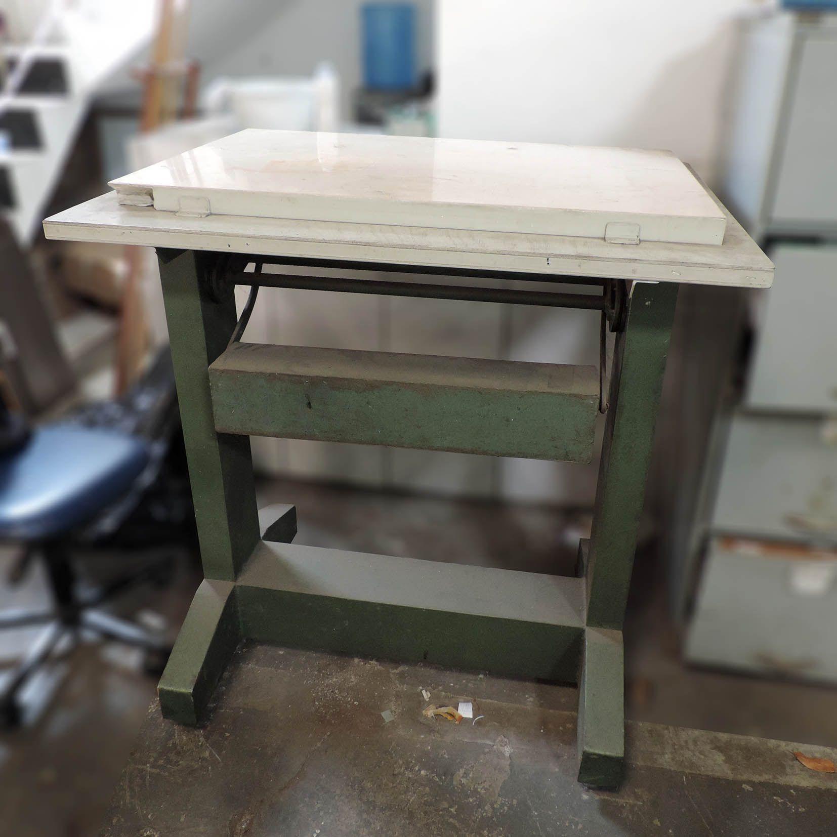 Mesa Para Desenhar Antiga ART41 – Usado