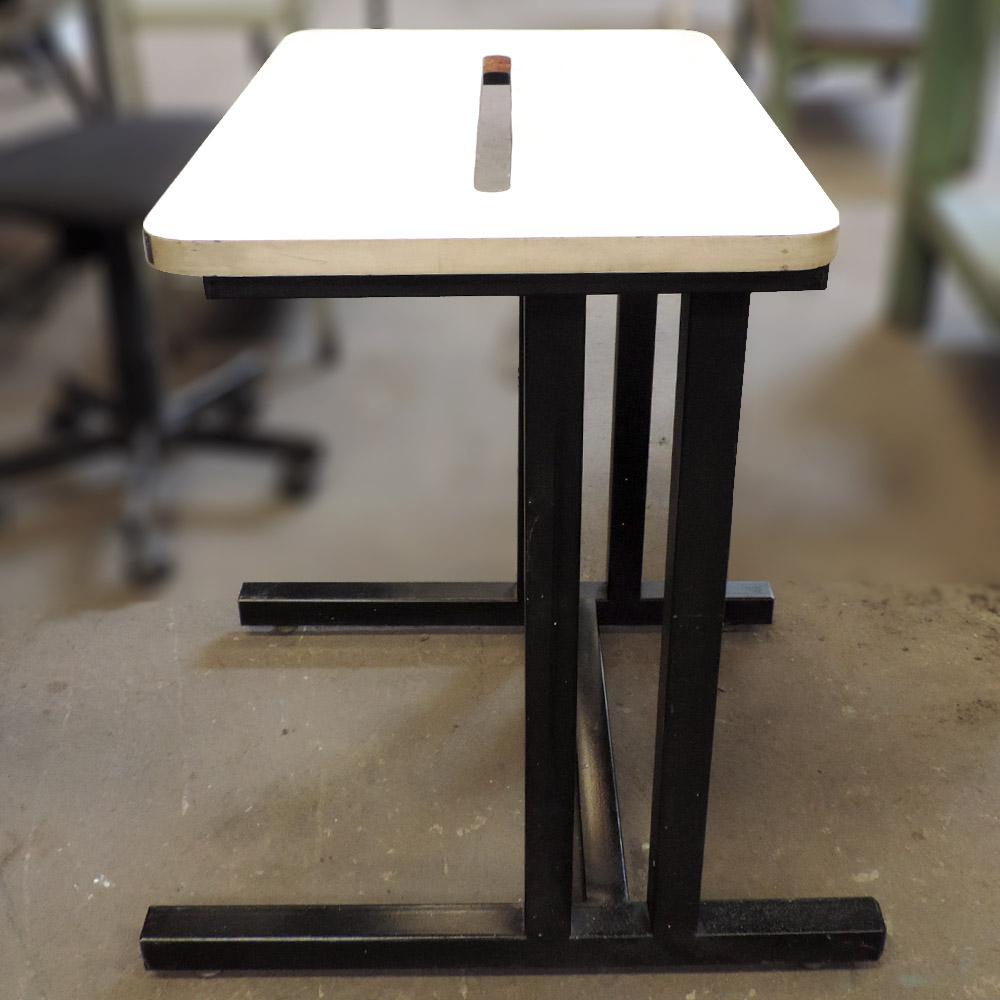 Mesa Para Impressora De Escritório Com Armação De Ferro – Ba48 – Usada