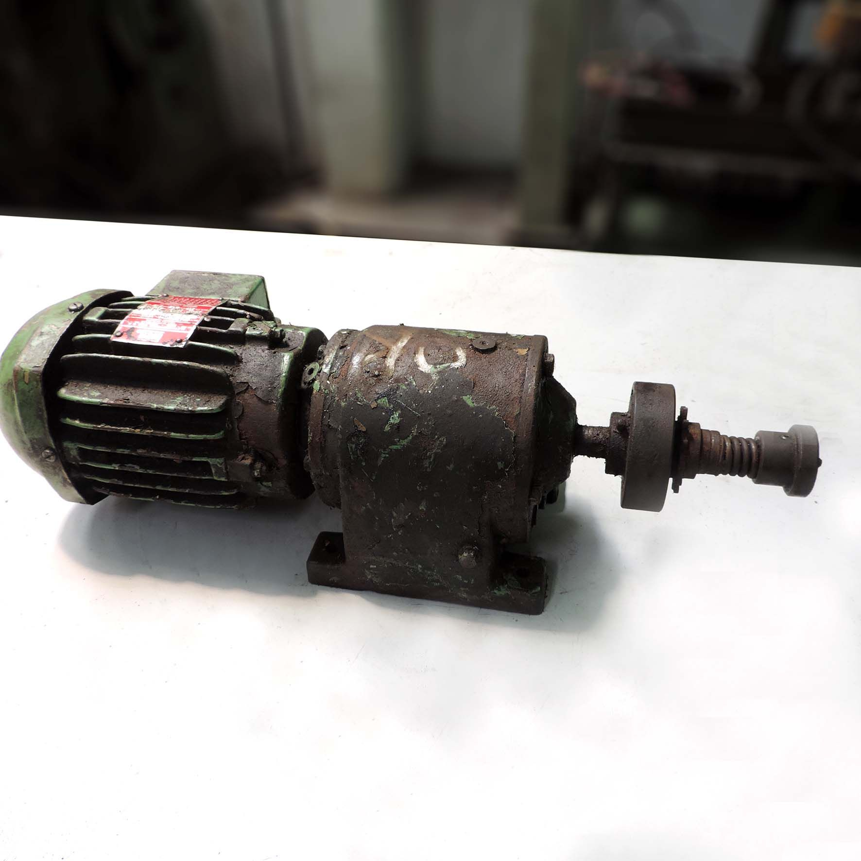 Motor Elétrico Trifásico Com Redutor 0,33 cv Marca Weg Nc16
