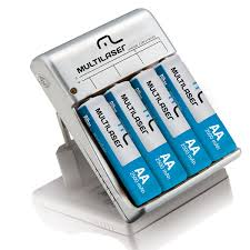 Carregador de Pilhas NI-MH e NI-CD (4 AA ou AAA) com 4 Pilhas AA 2500mah CB054 Multilaser