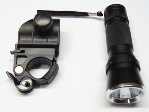 Lanterna de 1 Watts p/ Bicicleta com 2 Funções de Metal Preto BLT 003 Rontek