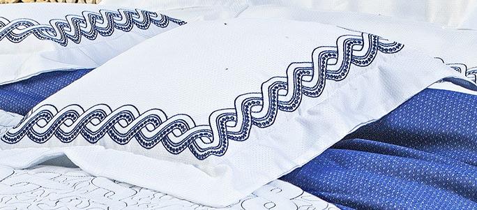 Almofada de Cama Azul e Branco em Percal Algodão 230 fios - Acetinado - Trento