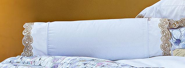 Almofada Rolinho em Fio Egipicio Percal 400 fios cor Branco Dourado - Molise