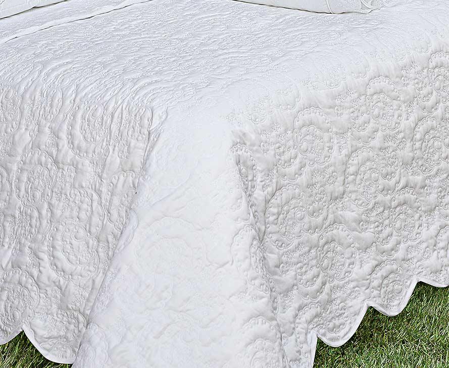 Colcha / Cobre Leito Bordado Super King Branco em Fio Egipicio Percal 400 fios - Cashemere com 3 peças
