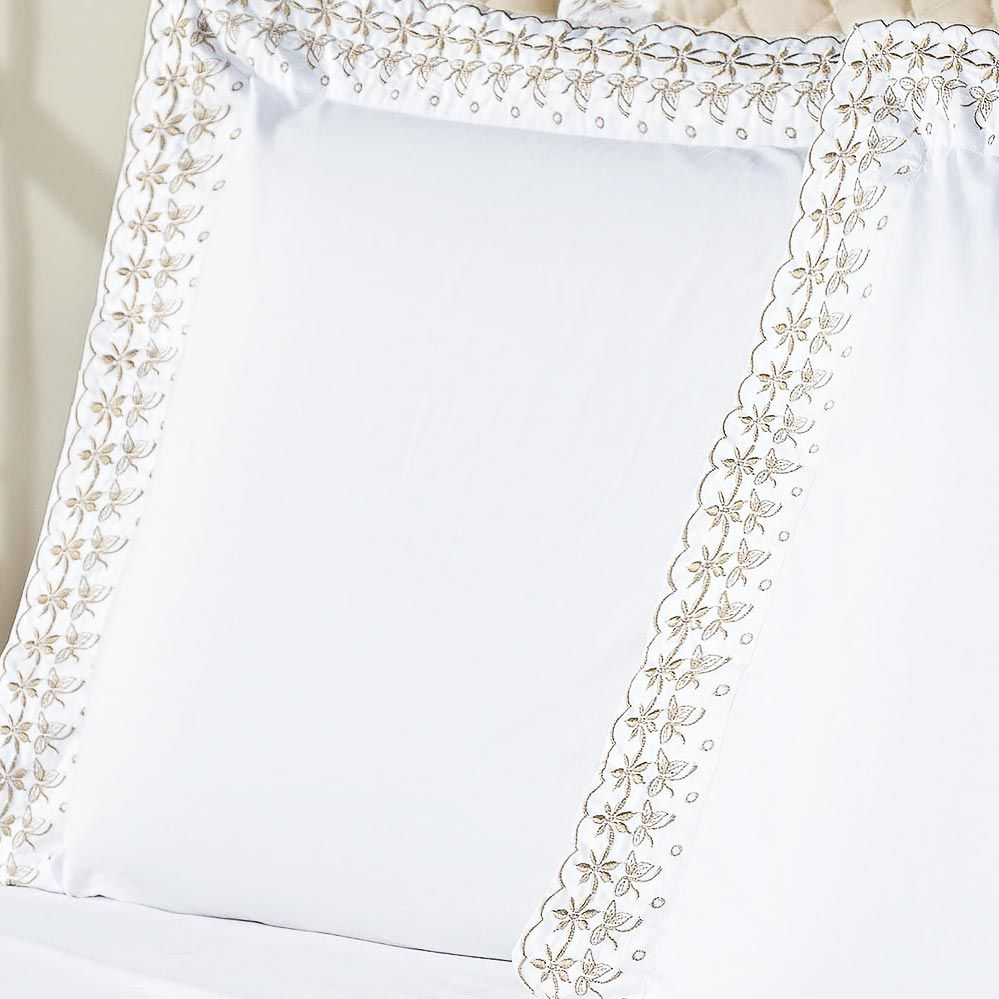 Jogo de Cama Versalhes Queen Branco e Caqui Bordado Especial com 4 peças