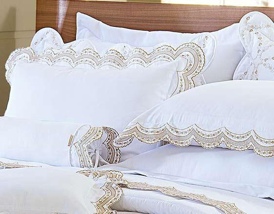 Roupa de Cama / Lençol Giornata Queen em Percal Algodão 230 fios - Acetinado cor Dourado e Branco com 4 peças