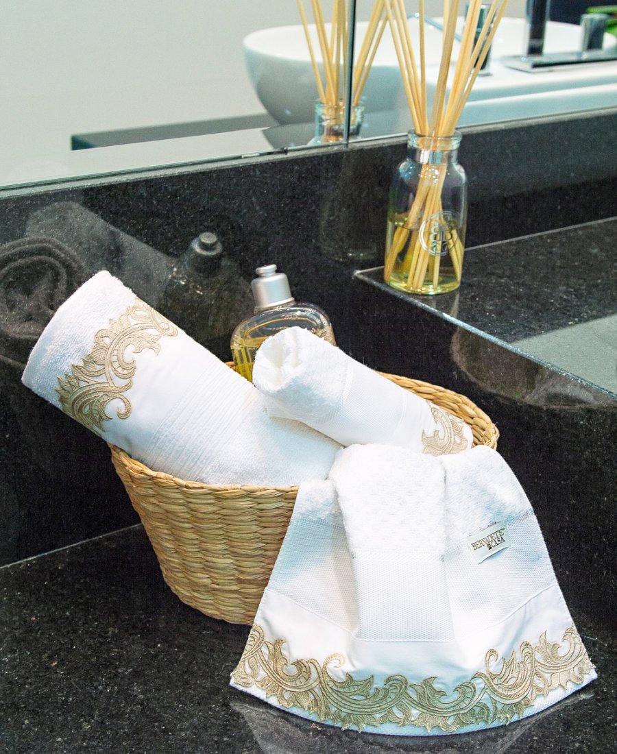 Toalha Lavaboo Pequena Toalha de Lavabo Classic  Lisa c/ Bordado na Ponta com 2 peças