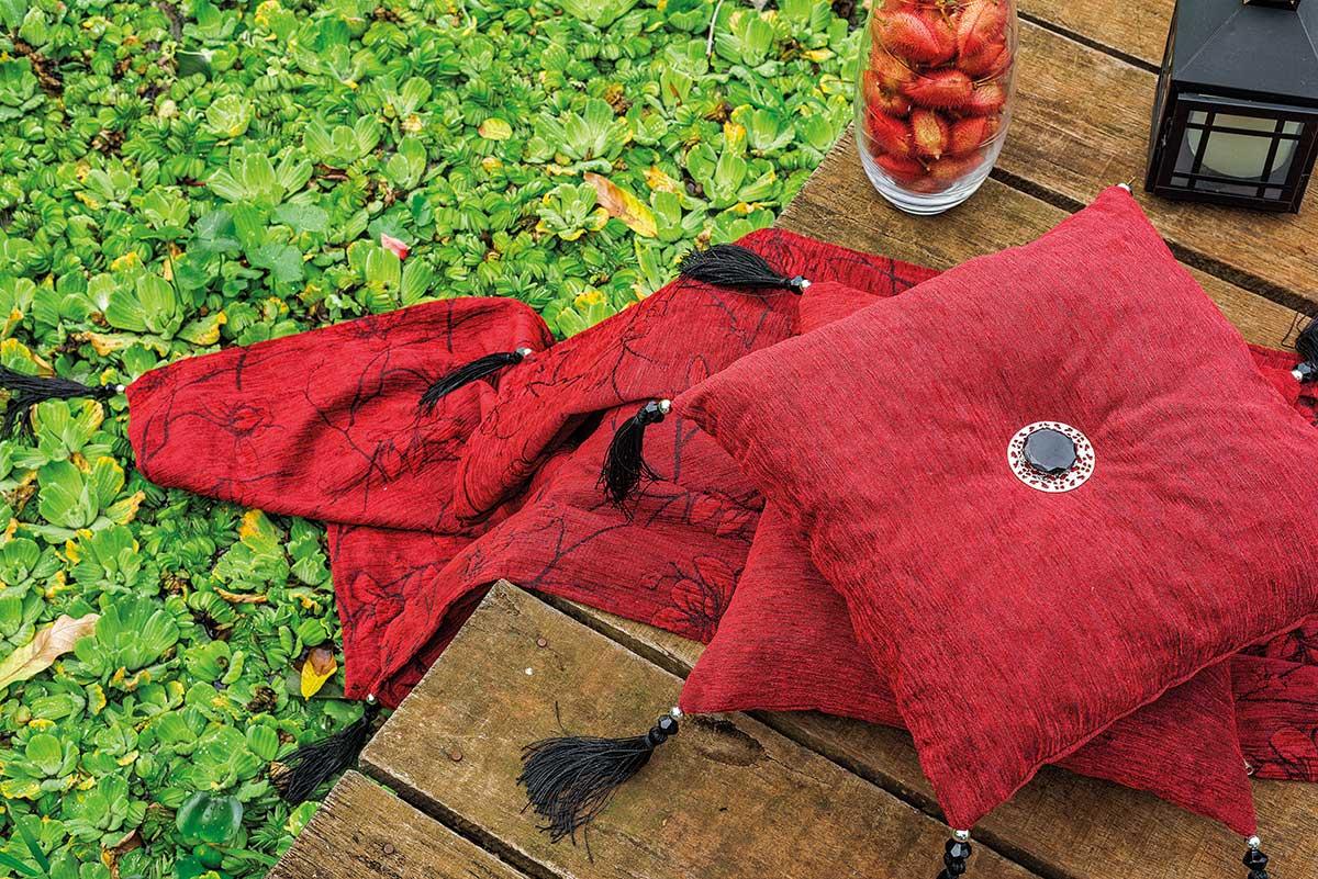 Xale para Sofá  Aguapes 1,35m x 1,35m Vermelho  com 5 peças