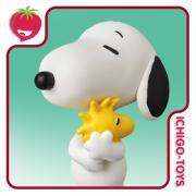 UDF No.379 - Snoopy Holding Woodstock - Peanuts / Snoopy
