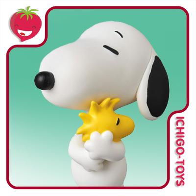 UDF No.379 - Snoopy Holding Woodstock - Peanuts / Snoopy  - Ichigo-Toys Colecionáveis