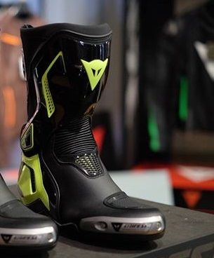 BOTA DAINESE TORQUE OUT D1 BOOTS YELLOW  - Motosports