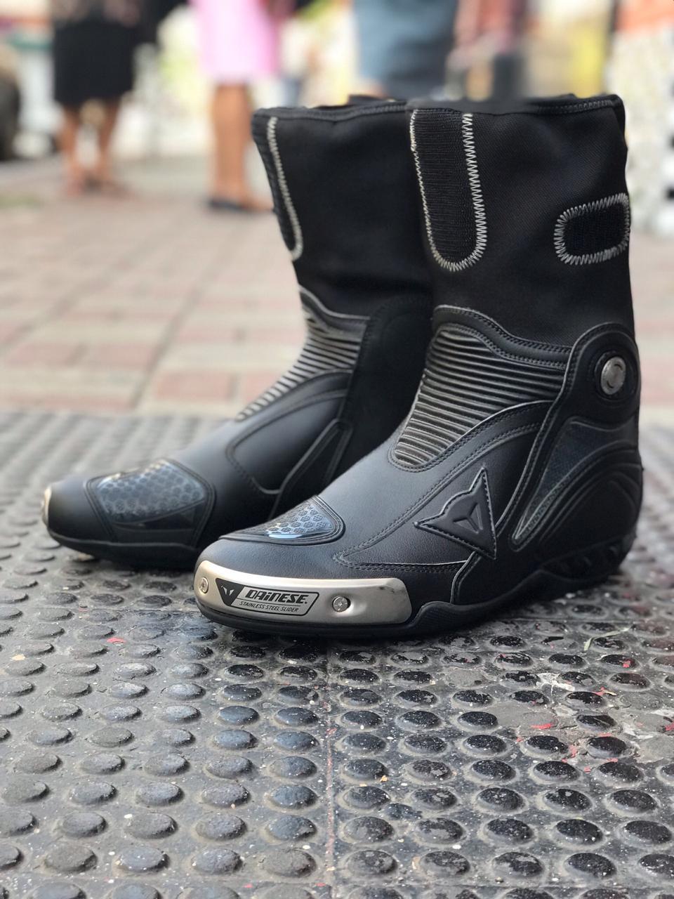 BOTA DAINESE AXIAL RACE NEW PRETA   - Motosports