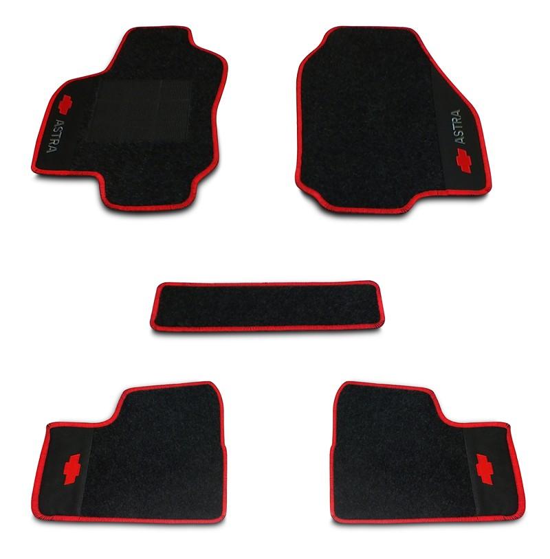 Jogo de Tapetes Astra 1999 a 2011 Carpete Bordado | Borda Vermelha + Bordados Traseiros