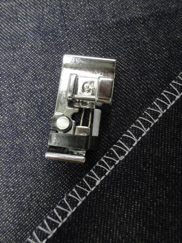 """Calcador """"C"""" para Ponto tipo Overlock Janome Eletrônica"""